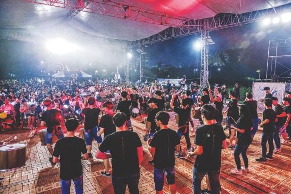 8월 25~26일 태화강대공원 느티나무광장 일대에서는 '제14회 민족예술제 울산도깨비난장'이 열린다. 사진은 지난해 행사에 참여한 시민과 예술인들의 모습.