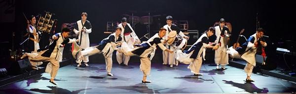 내드름연희단 'The K-art 우시산의 사계' 공연 장면.